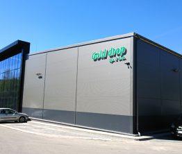 Litery przestrzenne na budynku – Golddrop