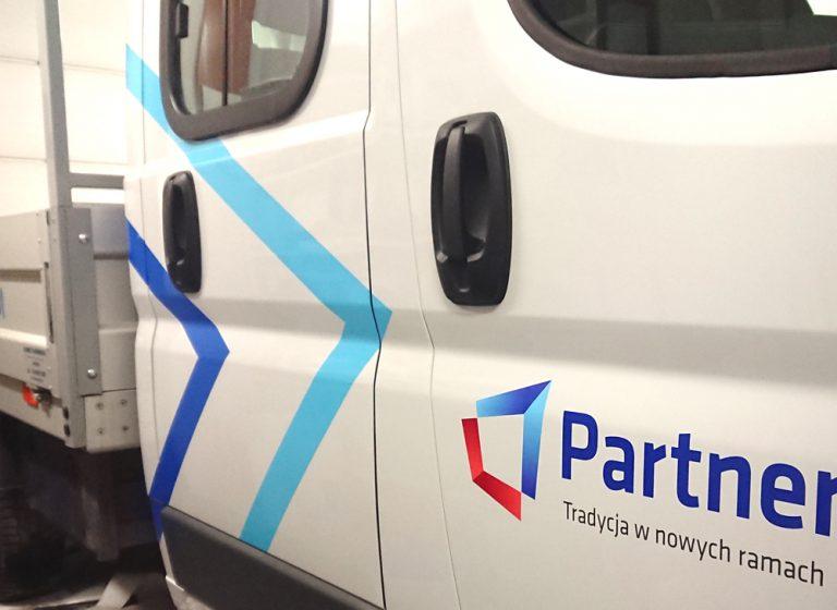 Partner – reklama na pojazdach