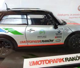 Naklejki na modelu samochodu